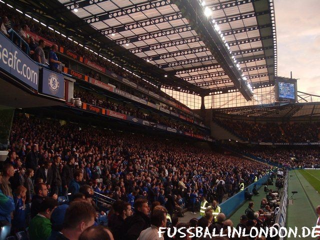 Stamford Bridge - West Stand vom Shed End aus - Chelsea FC - fussballinlondon.de