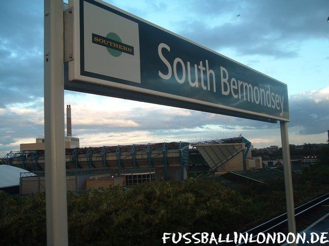 The Den - South Bermondsey National Rail Station - Millwall FC - fussballinlondon.de