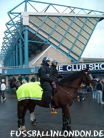 The Den - Stete Polizeipr?senz am Den - Millwall FC - fussballinlondon.de
