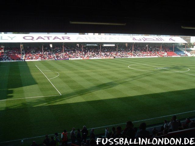 Griffin Park - New Road Stand - Brentford FC - fussballinlondon.de